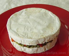 Baked Brie Pesto and Peppers