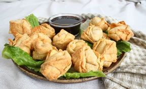 Crab Rangoon Stuffed Wonton