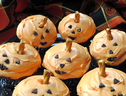 pumpkin frosted banana cupcakes Recipe