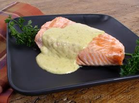 Grilled Salmon with Bearnaise Sauce