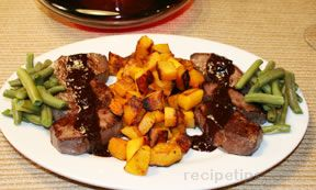 Venison Medallions with Fruit Sauce