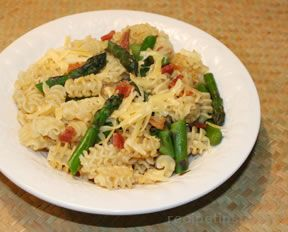 Pasta with Asparagus and Bacon