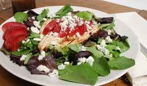 Field Greens with Grilled Chicken Pluot and Maytag