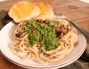 Pasta with Parsley and Spinach Pesto Sauce