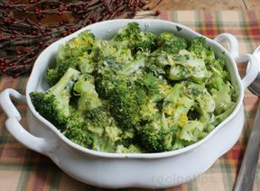 Broccoli with Creamy Herb Sauce Recipe