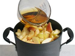 how to make homemade applesauce Article