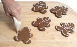 How to Make Gingerbread Men Cookies Article